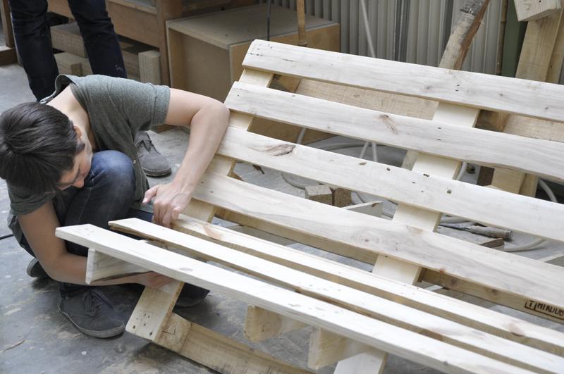 diy die palettenbank von we upcycle. Black Bedroom Furniture Sets. Home Design Ideas