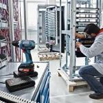 bosch-wireless-charging-akkuschrauber-beim-laden