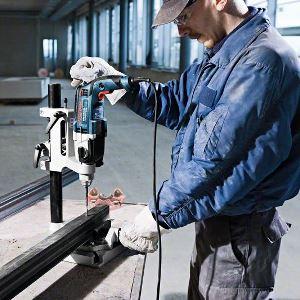 3 Metallbearbeitung: Bohren, Fräsen und Sägen mit den richtigen Werkzeugen