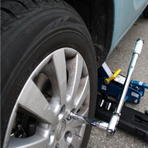 Bild-1-300x300 Auto- und Reifenpanne: Welche Ausrüstung sollte dabei sein?