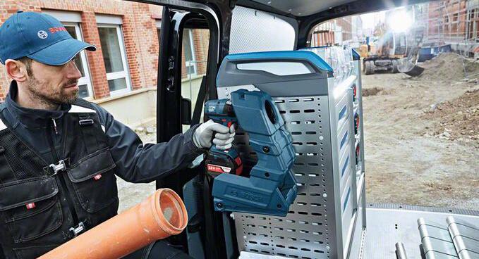 "bosch-wireless-charging-holster Bosch ""Wireless Charging Holster"" - Akku-Werkzeuge während der Fahrt laden"