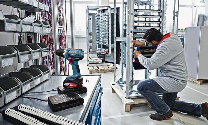 bosch-wireless-charging-akkuschrauber-beim-laden Die neueste Ladetechnologie: Wireless Charging von Bosch
