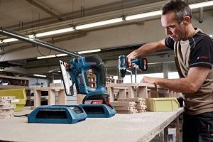 wireless-charging-akku-stichsaege-beim-laden-300x200 Die neueste Ladetechnologie: Wireless Charging von Bosch