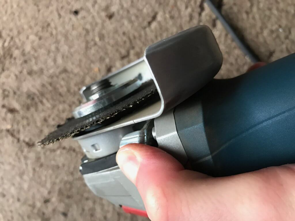 Entriegelung-Schutzhaube-1024x768 Produkttest: Bosch Winkelschleifer GWS 19-125 CIE (Du)