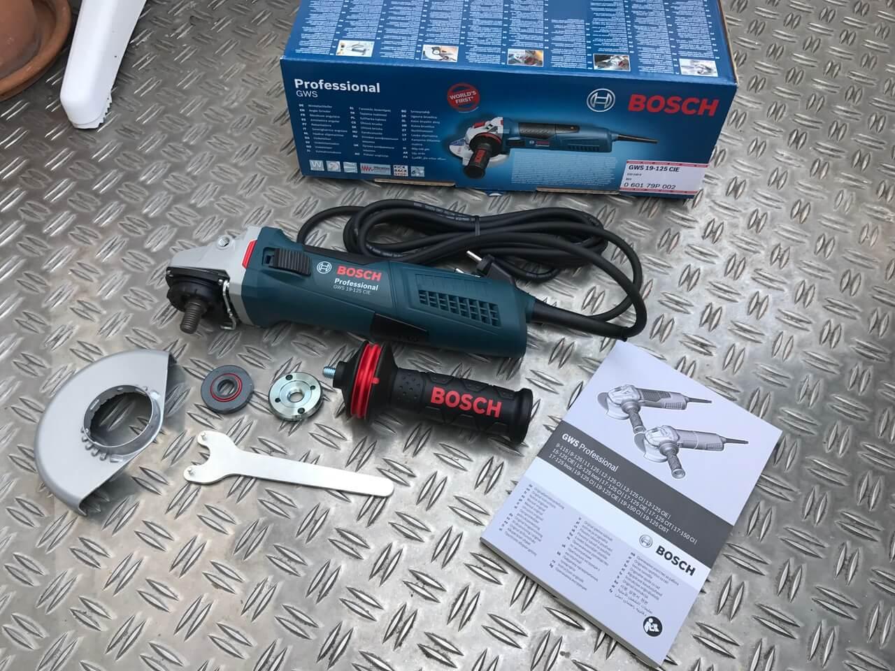 Paketinhalt vom Bosch Winkelschleifer GWS 19-125 CIE